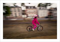 La bicyclette rose (P@ti16) Tags: rose filé vitesse vélo flou