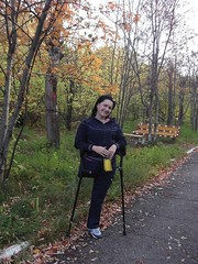 amp-1399 (vsmrn) Tags: amputee woman crutches onelegged