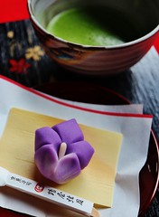 "Japanese sweet ""Bellflower"" & traditional Maccha tea (maco-nonch★R) Tags: tofukuji tentokuin japanese confectionery wagashi sweets teaceremony 茶道 お薄 練りきり nerikiri maccha tea mousen 毛氈 京菓子 tsuruyagangetsu 鶴屋弦月 天得院 東福寺 禅 禅寺 zen temple canon eosm5 efm28mmf35macroisstm manual allmanual"