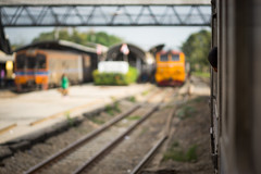 Curiosity (Ynosang photo) Tags: thailand thailanbe train streetlife sony a7 nikkor 105mm 25 oldlens ynosang