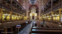 Dohány Street Synagogue-Budapest --  Sinagoga di Budapest (johnfranky_t) Tags: budapest ungheria sinagoga johnfranky t samsung s6 banchi lampadari luci organo arco