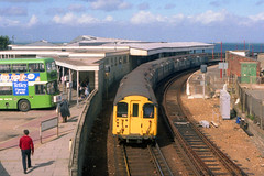 1987/09 - 22.  Ryde Esplanade. (Ron Fisher) Tags: pre36tubestock pre38tubestock standardtubestock islandline ryderail isleofwight emu electricmultipleunit train transport publictransport rail railway railroad eisenbahn chemindefer station gare bahnhof networksoutheast