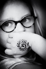 Gazing (kceuppens) Tags: thinking gazing peinzen child kid glasses henna bril meisje blackandwhite bw black white zwart wit zw wartwit nikond810 nikon d810 nikkor8514afs 85mm nikkor portret portrait