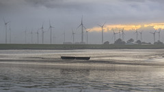 Trostlos (ruedigerhey) Tags: watt wattenmeer see meer boot windkraft schafe deich nordsee elbe hamburg