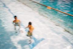 (埃德溫 ourutopia) Tags: film kodak kodakfilm analog waterproof singleusecamera 800 water waves swimming swimmingpool blue summer sunny sunshine underwater guy men naked nude フィルム
