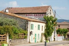 N7 Bakery in L'Homme d'Armes 1.6.2017 1085 (orangevolvobusdriver4u) Tags: lhommedarmes 2017 archiv2017 france frankreich n7 routenational routebleue routenational7 road strasse bäckerei bakery boulangerie rhonealpes