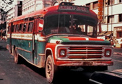 Lima: Transporte público a la antigua (gerard eder) Tags: cars bus transport transportepublico traffic street streetlife strase vintage vintagebus vintagecars world travel reise viajes america southamerica südamerika sudamérica sudamerica peru perú lima outdoor city ciudades städte