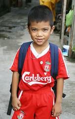 boy in football uniform with backpack (the foreign photographer - ฝรั่งถ่) Tags: boy carlsberg soccer football uniform khlong thanon portraits bangkhen bangkok thailand canon kiss