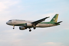 YI-ARD A-320-214 Iraqi Airways (ChrisChen76) Tags: gatwick a320 a320214 iraqiairways iraq
