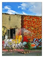 à retaper (1) (Marie Hacene) Tags: pantin canal maison graffitis volet ancien abandon
