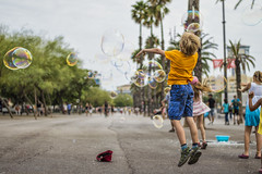 Bolle per strada (Emanuele Stifanelli) Tags: bolle street streetphotography kids funny bubbles streetofbarcelona play playing stiflele emanuelestifanelli amateurphotographer barcellona barcelona colours spain spagna catalunia nikond3200 nikkor50mm18g 50mm