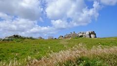 Village de Meneham (claude 22) Tags: nature flowers wild ciel sky clouds nuages vert green natural paysage landscape bretagne finistère france breizh gr34 fisherman village pêcheurs sentier douaniers