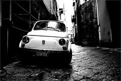 na_034 (la_imagen) Tags: centrostorico naples napoli neapel italy italia italien italya fiat fiat500 cincocento w bw blackandwhite siyahbeyaz monochrome street streetandsituation sokak streetlife streetphotography strasenfotografieistkeinverbrechen oldtimer