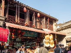 Yu Yuan (Yu Garden), Shanghai, China (Victor Wong (sfe-co2)) Tags: ancient architecture art asia asian building china chinese city culture cultures day design east exterior famous famousplace formal garden history house landmark old oriental ornamental outdoors park pavilion people place red residence rock scene scenic shanghai shop souvenir stone store structure style tourism town traditional travel tree water yu yuyuangardens yuan yuyuan