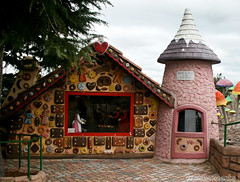 the Gingerbread House. (misty1925) Tags: gingerbreadhouse hanselandgretel anakie victoria fairypark