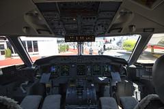 C-GWEJ DHC-8-400 Westjet Cockpit (COCOAJAMESON) Tags: paris paris2017 parisairshow canon canon7dmkii canon7d airport aircraft airplane aviation avgeek aviationgeek aeroplane av8 airliner westjet dash8 q400