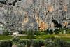 Paredão na estrada (Vera Schuck Paim) Tags: paredão roccha casinha roc big paisagem rural landscape abyss ronda city neat road estrada verde green gris