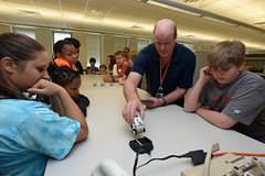 Parents 'show and tell' on 'Take Your Kids to Work Day' (USACE HQ) Tags: takeyourkidstoworkday careers information technology emergingtechnologies usace corpsofengineers rondouglas nashvilledistrict districtheadquarters nashville tennessee unitedstates