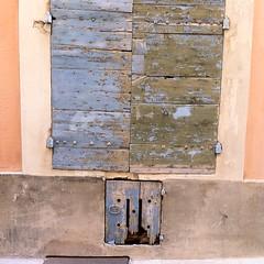 les couleurs d'Arles (jacobine2010) Tags: ocre vert bleu peinture écaille volet