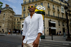Street - Live like a Minion ;-) (François Escriva) Tags: paris france candid olympus omd man minion despicable me 3 colonne morris sunglasses glasses colors yellow buildings champs elysées fun funny street streetphotography