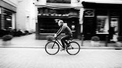 Speedy Gonzalez... (jaap spiering | photo projects int.) Tags: jaapspiering jaapspieringphotographer jaapspieringfotografie blackandwhite monochrome zwartwit bw noiretblanc bnw streetphotography street people mens mensen gxu bike fiets denhaag fietsen