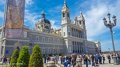 Cattedral de la Almudena-Madrid (johnfranky_t) Tags: cattedrale almudena madrid spagna cupola johnfranky t samsung s6 lampioni campane catene campanas bells lampposts farolas cathedral