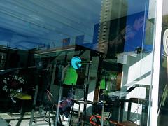IMGP3251 - copia (sevendeblock) Tags: pentaxq gym strret glass gente people color