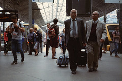 "Station candid. (35mm) | Exp. 05/2001 Kodak Kodacolor 200. (samuel.musungayi) Tags: film analog argentique pellicule pelicula 135 35mm 24x36 vintage objectif photography photographie fotografia samuel musungayi samuelmusungayi ""samuel musungayi"" exploration love light life travel explore negatif negativo scan focal focale opo porto portugal scene candid street people kodak kodacolor 200 yashica t5 expired compact urban city sao bento"
