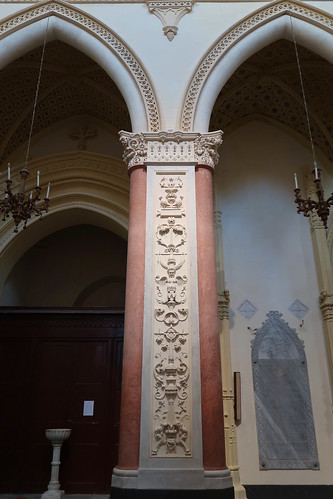 Column with figured plasterwork