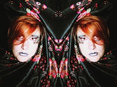 |1| (One-Basic-Of-Art) Tags: 1basicofart onebasicofart annewoyand woyand anne self moi me ich i selfportrait portrait porträt face gesicht people mensch human person girl feminine female frau weiblich augen yeux eyes mouth mund nase etc bunt colour farbe color