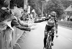 Tour de France (ThorstenKoch) Tags: tourdefrance granddepart düsseldorf duesseldorf race sport bike bnw blackwhite highfive street streetphotography fuji fujifilm xt10 people photography pov picture photographer pattern fun fans racing