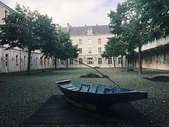 Le musée Bernard d'Agesci, à Niort (nic0v0dka) Tags: maraispoitevin barque poésie france poitoucharentes dragon cour niort ardoise bateau musée