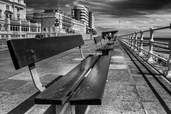 Hastings Sea Front 03/06/17 (TD2112) Tags: hastings mono blackandwhite blackwhite benches marinacourt wood sea coast sussex sky convergence converginglines