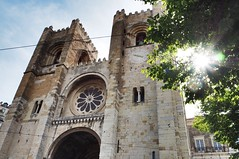 Sé de Lisboa (juliemfriedl) Tags: sun light perspective view architecture portugal citytrip travel wanderlust cityscape urban streetphotography street streetphoto city lisbon lisboa cathedral