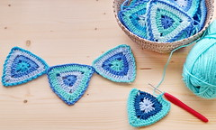 Summer bunting (zinnia2012) Tags: bunting crochet seapalette crochethook basket triangles homemade fanion zinnia2012 picturespring traceyclark