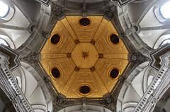 Eglise Notre-Dame du Bon Secours / Brussels (jlnljnphotography) Tags: eglise church ceiling symmetry circle bonsecours notredame brussels brussel bruxelles belgium travel lookup