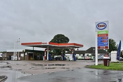 Esso, Kirkburn East Yorkshire. (EYBusman) Tags: esso petrol gas gasoline filling service station garage kirkburn driffield east yorkshire londis ds fuels harvest energy shell exxon mobil humble eybusman
