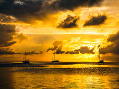 Providencia Island Yacht Bay – Caribbean Colombia (__ Sascha Grabow __) Tags: sunset sea sky water ocean boat yacht colombia kolumbien providencia sanandres caribbean island insel islandlife karibik gleissend gleisend licht light sonne sonnenuntergang saschagrabow caribe meer himmel wasser boot jacht jachten