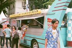 passer (rndyrenaldy) Tags: bandung indonesia analog analogphotography 35mm olympus olympusom1n people food fujicolor fujifilm fuji superiaxtra400 superia superiaxtra fujicolorsuperiaxtra400
