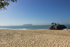 Sea fog in the sunny afternoon (Larissa Cadorin) Tags: itajaí santa catarina litoral praias brazil south bay cargo ship sunny day