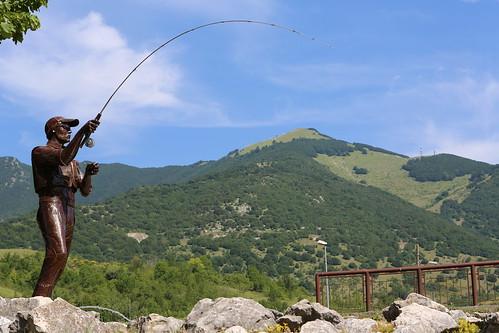 monumento al pescatore a mosca