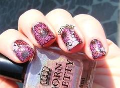 Pink holographic flowers nails (Simona - www.lightyournails.com) Tags: bornprettystore bps pink holographic esmalte smalto vernis manicure unghie nails nailpolish nagellack naillacquer nailart