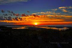 Sonnenuntergang auf Cape Cod, MA. (wjv49) Tags: usa massachusetts capecod dennis natur landschaft gewässer stehendesgewässer meer atlantischerozean reise küste strand ufer küstenlandschaft color sonnenuntergang landscape water see ocean atlantic coast sunset travel cloud wolke