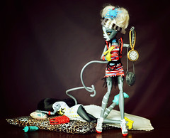 Hurry Up and get your Things, it's Time to Go! (GothGeekBasterd) Tags: meowlody purrsephone mattel doll werecat sisters fearleading monster high zombie dance shake sleep kitty ghoul freak blonde brunette