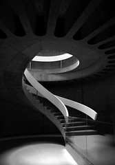 Musée gallo romain de Lyon (Laetitia.p_lyon) Tags: fujifilmxt10 lyon musée museum galloromain steps stairs escalier noiretblanc nb blackandwhite bnw bw monochromatic monochrome