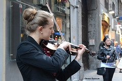 Naples, Italy (Eleanna Kounoupa) Tags: ιταλία νάπολη italy italia naples napoli ιστορικόκέντρο historicalcenter hccity street δρόμου γρανίτα waterice people άνθρωποι πορτρέτα portraits women γυναίκεσ μουσικοί musicians