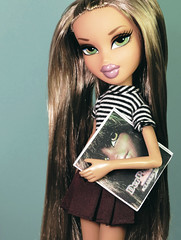 On the Cover of a Magazine (alexbabs1) Tags: bratz dolls passion 4 fashion forever diamondz fianna doll mgae mga entertainment derpuppe magazine special edition 30 felicia glam gecko loves it sarah palins bangs