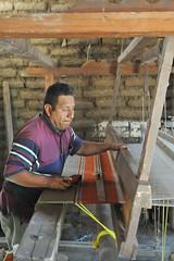Zapotec Weaver Oaxaca Mexico (Ilhuicamina) Tags: telar looms oaxaca mexican textiles weaving zapotec teotitlandelvalle
