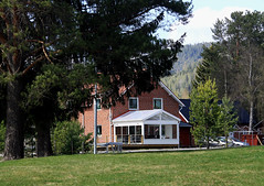 House (Linnea from Sweden) Tags: canon eos 1100d efs 55250mm f456 is summer tree grass house building 50v5f