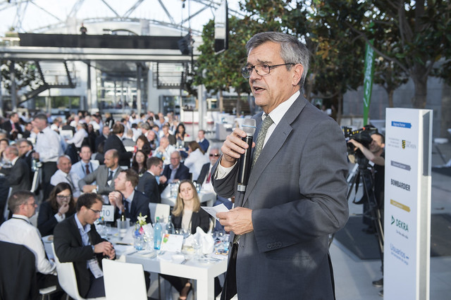 José Viegas speaking at the Gala Dinner